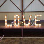 Notre Love lumineux disponible en location